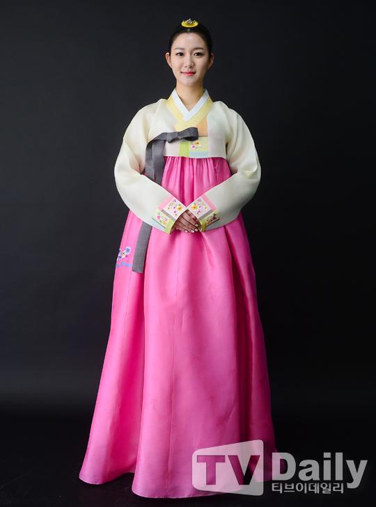 TD인터뷰+ 이다인 '고운 한복자태, 탄성이 절로 나오네~'