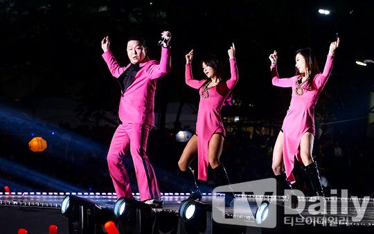 [TD포토] EXID 하니-솔지, 팬들 앞에서 신나는 댄스타임