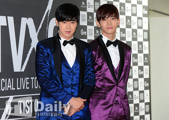 동방신기 유노윤호(왼쪽) 최강창민(오른쪽)
