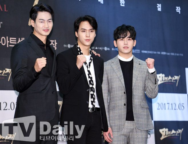 뮤지컬 모래시계 제작발표회 당시 김산호 손동운 이호원(왼쪽부터)