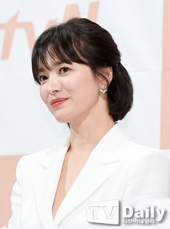 송혜교 왕가위 감독 제작사와 계약