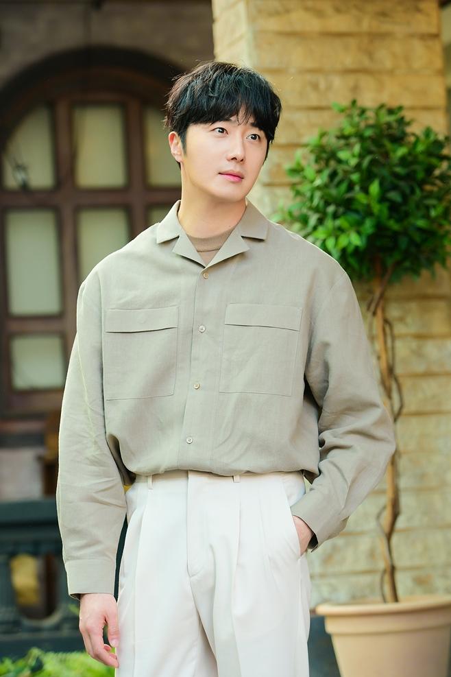 SBS 해치, 배우 정일우