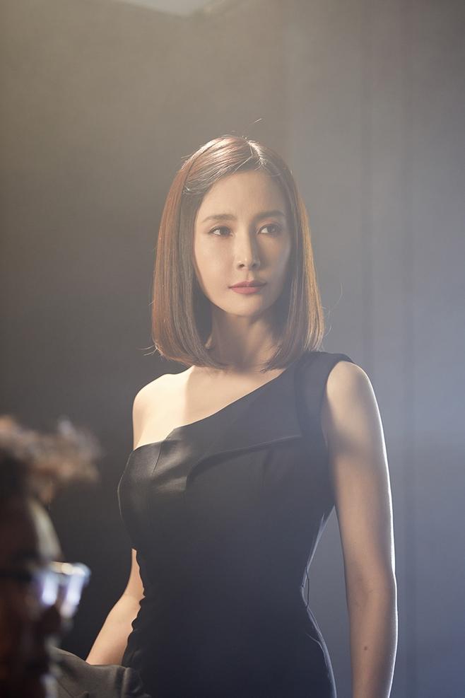 MBC 더 뱅커, 채시라