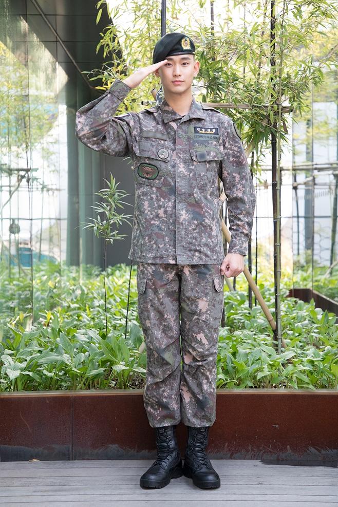 배우 김수현