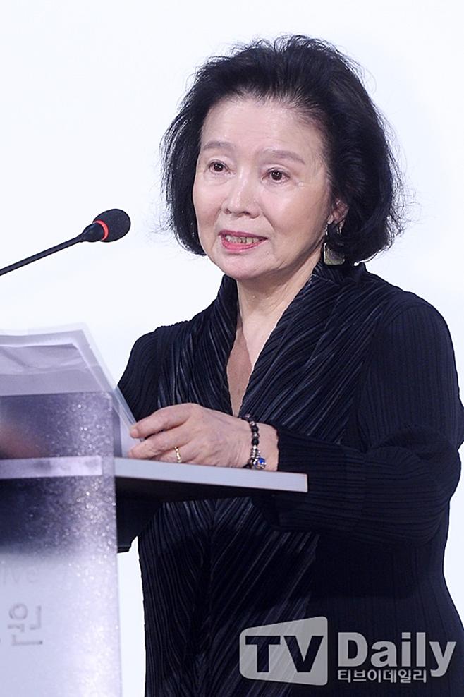 2016년 영평상 시상식에 참석한 배우 윤정희