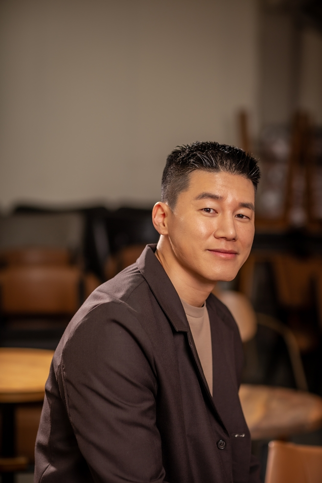 침입자, 김무열